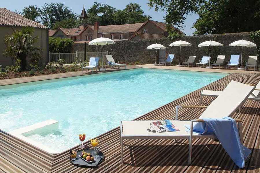 Domaine-de-Brandois-salle-de-réception-avec-piscine